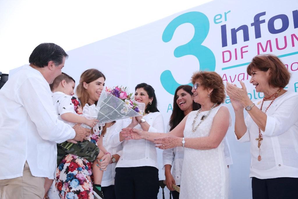 La alcaldesa de Mérida presenta el Tercer Informe de Resultados del DIF  Municipal 93c49f98781d9